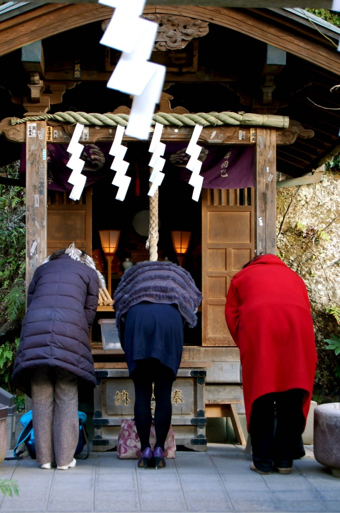 Japanese women bowing at shrine in Kamamura
