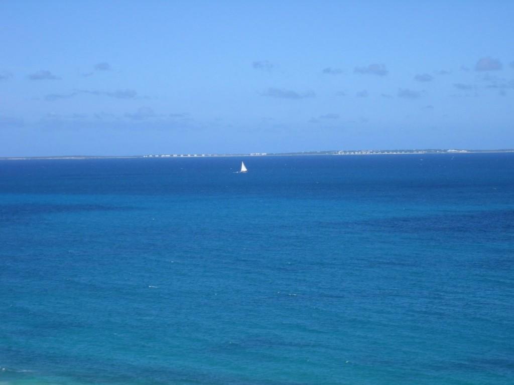 Blue water of Saint Martin