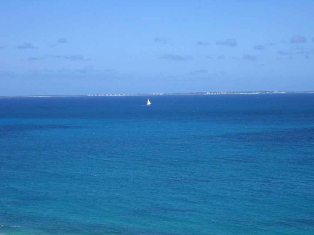 Blue water of Saint Martin
