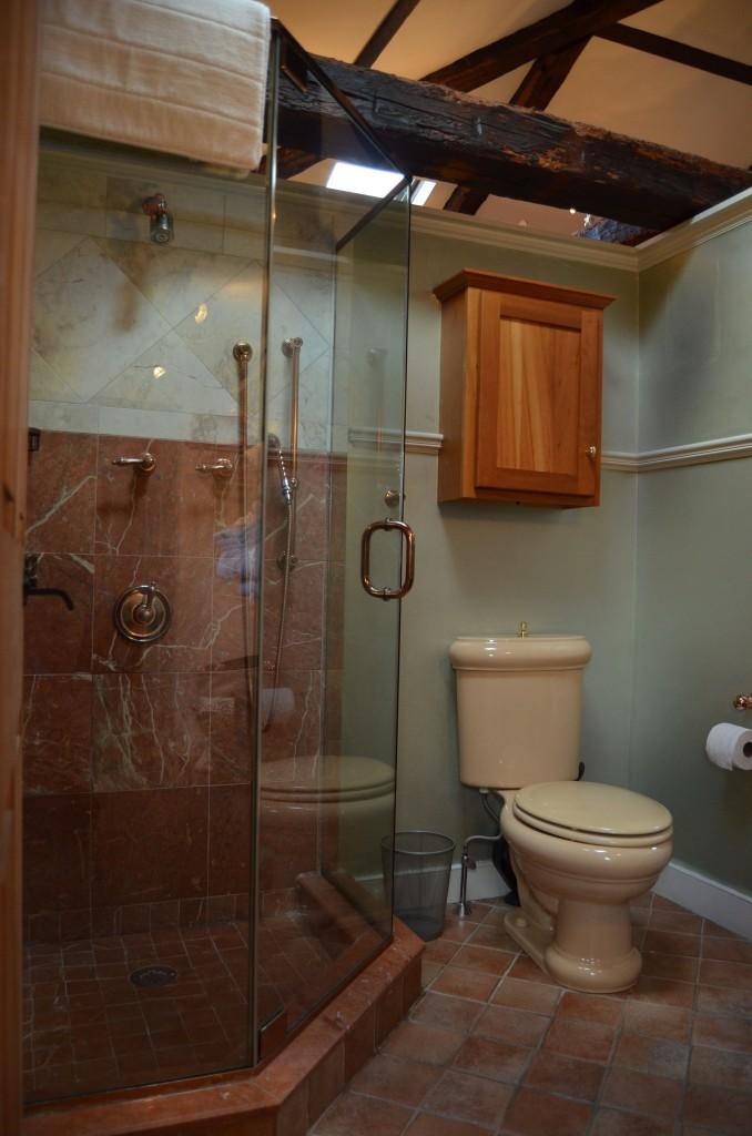 Pretty bathroom in the Moroccan apartment