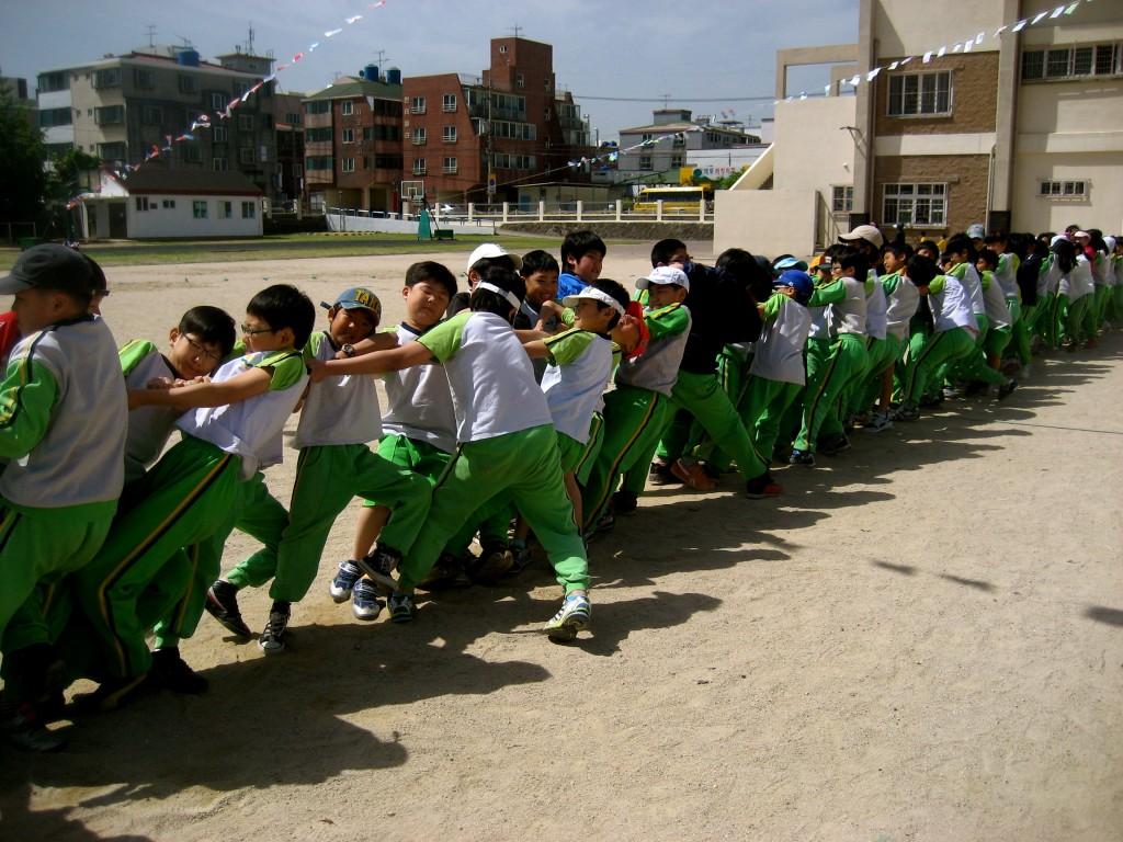 Korean students tug-o-war